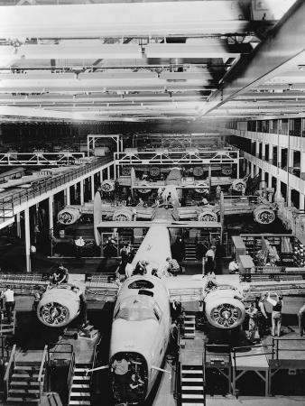 assembly-of-b-24-bombers-at-willow-run-plant
