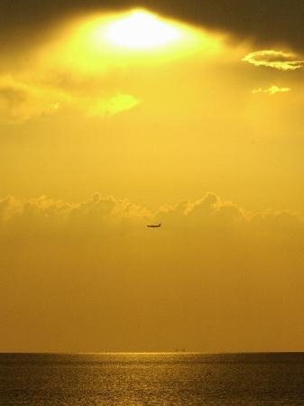 at-sunset-a-commerical-jet-makes-its-approach-to-louis-armstrong-new-orleans-international-airport