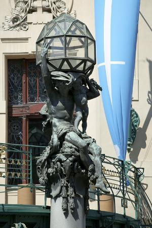 atlas-on-the-portal-of-the-municipal-house-prague-czech-republic