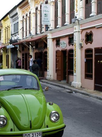 austin-bush-car-parked-on-thanon-romanee