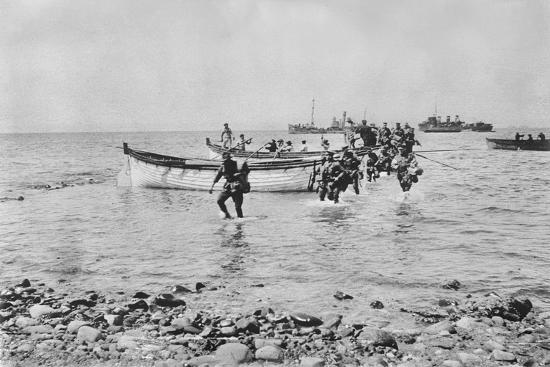 australian-soldiers-wading-through-the-water-as-they-come-ashore-at-anzac-cove