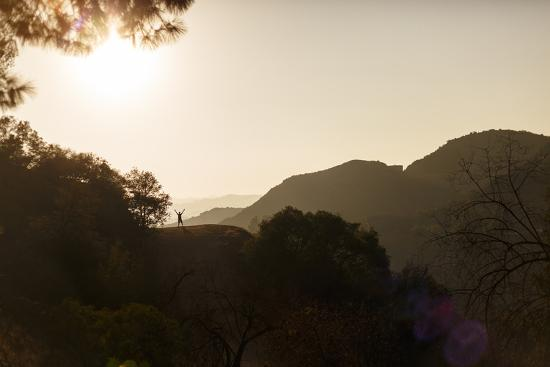 axel-brunst-hollywood-hills-los-angeles-california-usa-a-male-hiker-enjoying-the-freedom