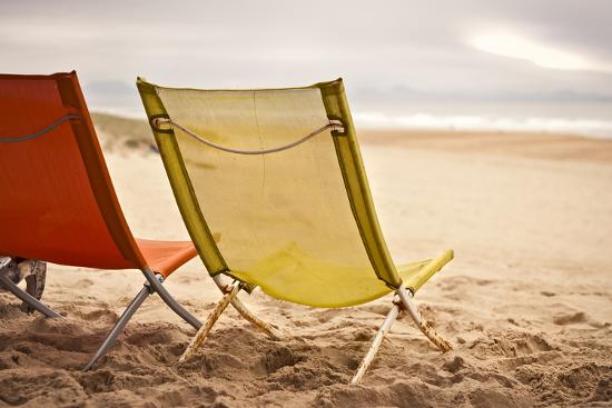 axel-brunst-two-beach-chairs-with-spanish-coast-in-the-background-in-plage-des-casernes-france
