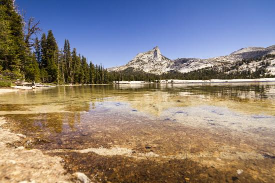 axel-brunst-yellowstone-np-california-usa-lower-cathedral-lake-on-a-hot-summer-day-cathedral-lake-bkgd