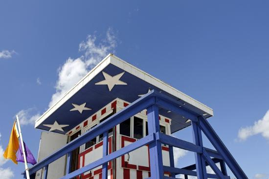 axel-schmies-beach-lifeguard-tower-13-st-with-paint-in-style-of-the-us-flag-miami-south-beach