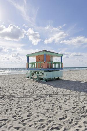 axel-schmies-beach-lifeguard-tower-14-st-typical-art-deco-design-miami-south-beach
