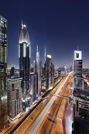 axel-schmies-centre-of-dubai-city-panorama-skyline-evening-mood-at-persian-gulf-traffic