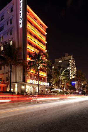 axel-schmies-hotel-victor-at-night-ocean-drive-miami-south-beach-art-deco-district-florida-usa