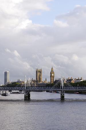axel-schmies-hungerford-foot-bridge-across-the-thames-london-england-uk