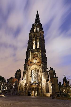 axel-schmies-illuminateded-steeple-st-nikolai-old-town-hanseatic-city-hamburg-germany