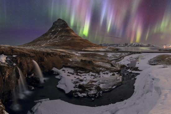 babak-tafreshi-strong-and-colorful-aurora-borealis-in-the-foreground-is-the-waterfalls-and-kirkjufell-volcano