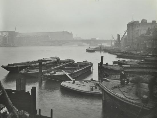 barges-moored-at-bankside-wharves-looking-downstream-london-1913