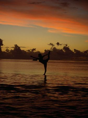 barry-winiker-woman-doing-yoga-in-water-at-sunset-tahiti