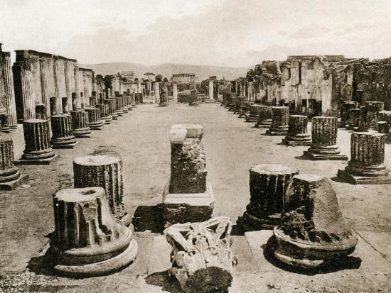 basilica-pompeii-italy-c1900s