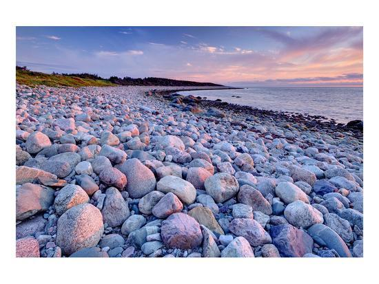 beach-at-green-point-in-gros-morne-national-park-on-the-west-coast-newfoundland-canada