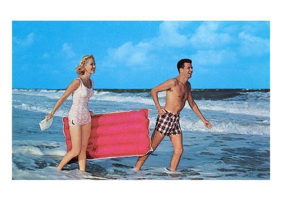 beach-goers-with-raft-retro