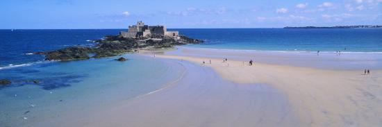 beach-with-a-fort-in-the-background-st-malo-brittany-france