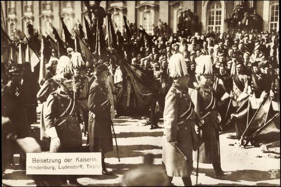 beisetzung-der-kaiserin-hindenburg-ludendorff