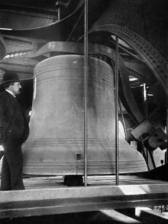 bell-in-the-tower-of-big-ben-palace-of-westminster-london-c1905