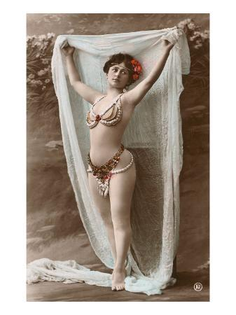 belly-dancer-with-fabric