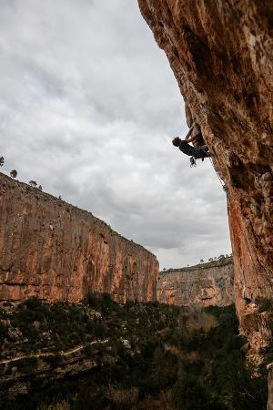 ben-herndon-a-man-rock-climbs-in-the-beautiful-limestone-canyons-of-chulilla-spain