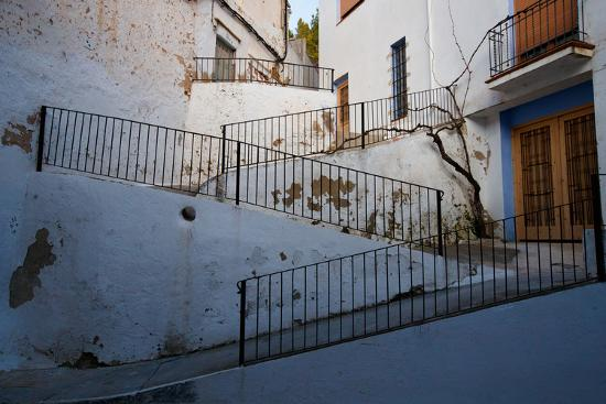 ben-herndon-winding-walkway-at-dusk-in-chulilla-spain