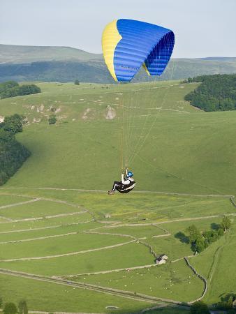 ben-pipe-paragliding-off-mam-tor-derbyshire-peak-district-england-united-kingdom-europe