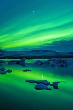 ben-pipe-the-northern-lights-aurora-borealis-jokulsarlon-south-iceland-polar-regions