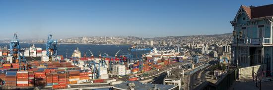 ben-pipe-view-of-city-and-ports-from-paseo-21-de-mayo-cerro-playa-ancha-valparaiso