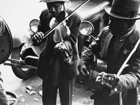 ben-shahn-street-musicians-1935