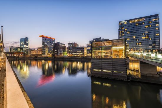 bernd-wittelsbach-d-sseldorf-north-rhine-westphalia-germany-media-harbour-office-building-at-dusk