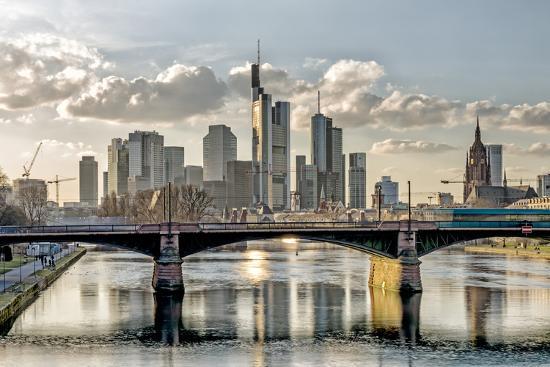 bernd-wittelsbach-germany-hesse-frankfurt-on-the-main-skyline-selective-focus