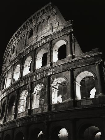bettmann-colosseum-archways