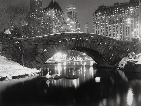 bettmann-new-york-pond-in-winter