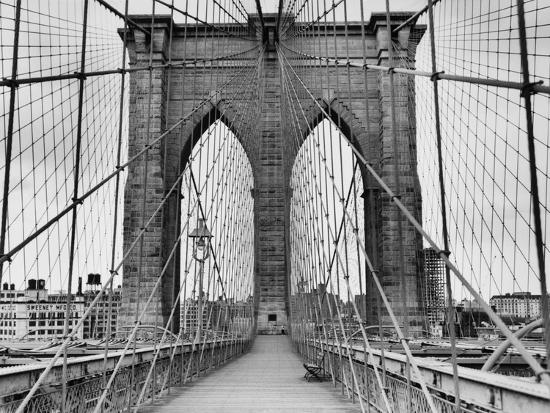 bettmann-pedestrian-walkway-on-the-brooklyn-bridge