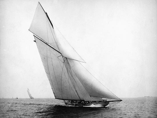 bettmann-yacht-columbia-sailing