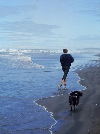 bill-eppridge-presidential-candidate-bobby-kennedy-and-his-dog-freckles-running-on-an-oregon-beach