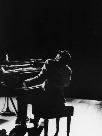 bill-ray-blind-singer-and-jazz-pianist-ray-charles-performing-in-concert-at-carnegie-hall