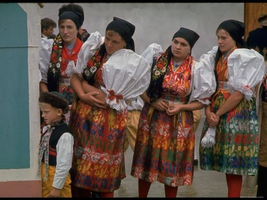 bill-ray-czechoslovakians-in-traditional-costumes