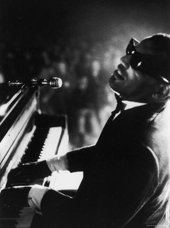 bill-ray-ray-charles-playing-piano-in-concert