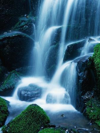 bill-ross-waterfall-in-yosemite-national-park