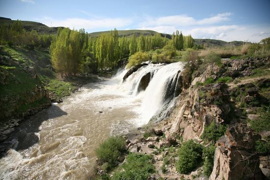 bluehouseproject-turkey-eastern-anatolia-muradiye-waterfalls