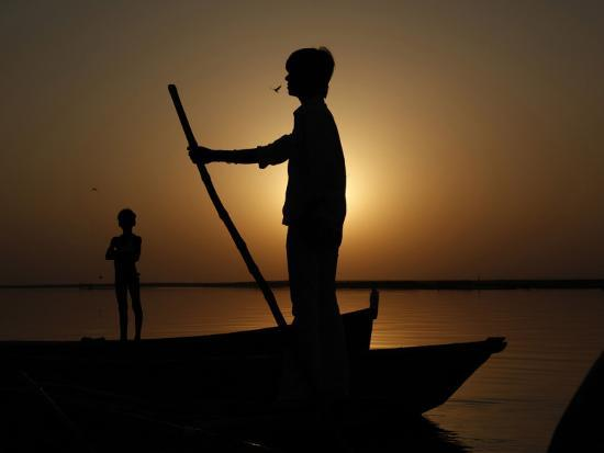 boatman-prepares-to-anchor-his-boat-after-the-day-s-work-in-river-ganges-in-allahabad-india