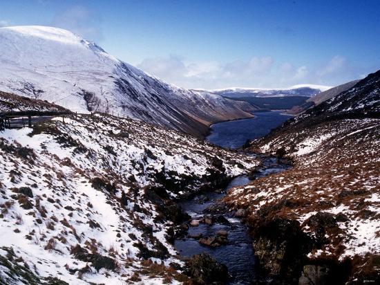 borders-talla-in-snow