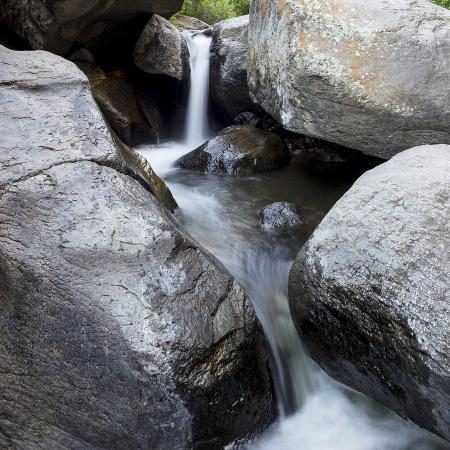 brent-bergherm-idaho-usa-squaw-creek-waterfall-detail-with-boulders