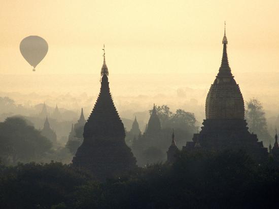 brian-mcgilloway-hot-air-balloon-over-the-temple-complex-of-pagan-at-dawn-burma