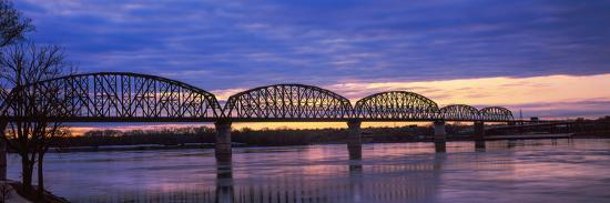 bridge-across-a-river-big-four-bridge-louisville-kentucky-usa