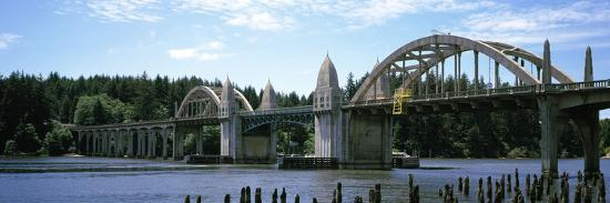 bridge-across-the-river-siuslaw-river-bridge-siuslaw-river-florence-oregon-usa