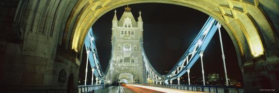 bridge-lit-up-at-night-tower-bridge-london-england