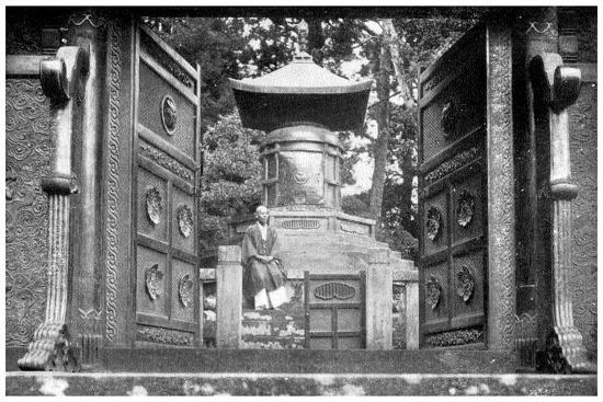 bronze-gate-and-tomb-shiba-park-tokyo-japan-1904